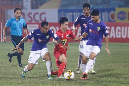 Cong Phuong cam dau di bong, Van Toan bat luc - Anh 7
