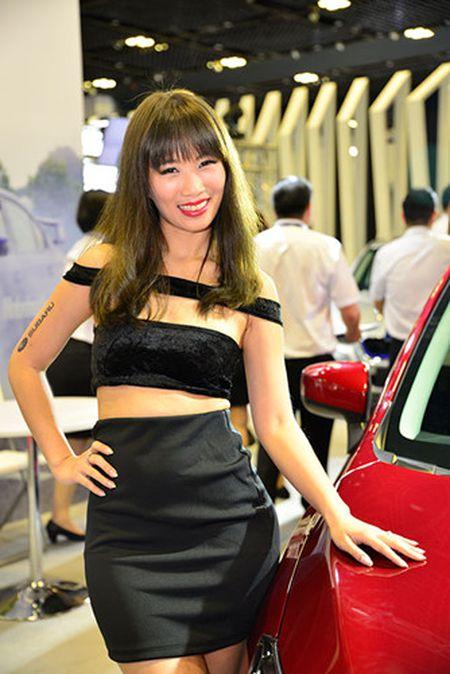Nhung 'bong hong' duyen dang tai Singapore Motor Show 2017 - Anh 19