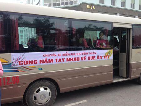 Ha Noi: Lich chay chuyen xe '0 dong' cho benh nhan ve que an Tet - Anh 1