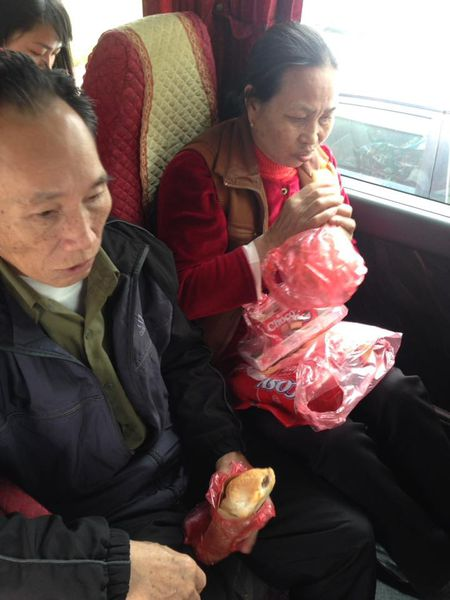 Ha Noi: Lich chay chuyen xe '0 dong' cho benh nhan ve que an Tet - Anh 2