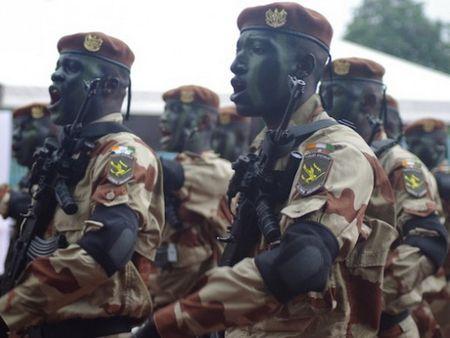 Binh sy Cote d'Ivoire cham dut binh bien doi che do luong thuong - Anh 1