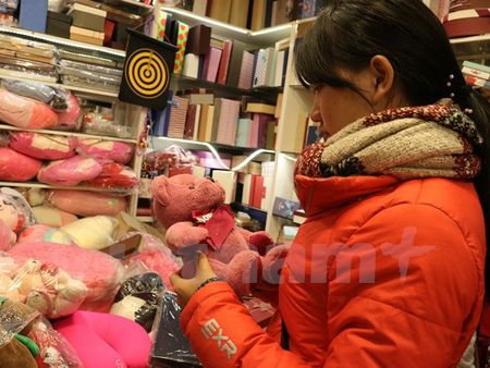 Nhon nhip thi truong qua tang Valentine, chocolate van hut khach - Anh 1