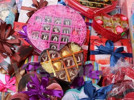 Nhon nhip thi truong qua tang Valentine, chocolate van hut khach - Anh 3