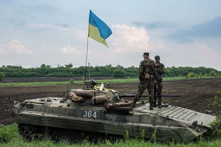 Ukraine cong bo ke hoach tap tran ban dan that gan Crimea - Anh 1