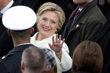 Phan ung bat ngo cua ba Clinton sau khi Trump thua kien - Anh 1