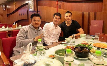 He lo 'bom tan' dau tien Cong Vinh chieu mo nam 2017 - Anh 1