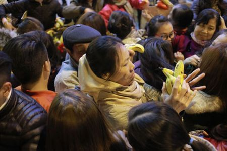 Nghin nguoi ngoi kin duong du le cau an tai chua Phuc Khanh - Anh 16
