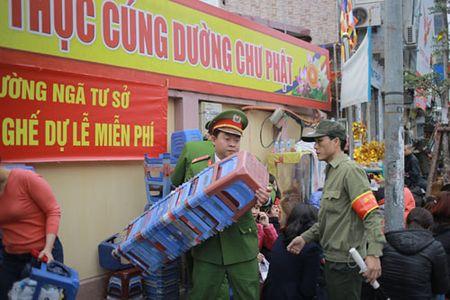 Nghin nguoi ngoi kin duong du le cau an tai chua Phuc Khanh - Anh 2