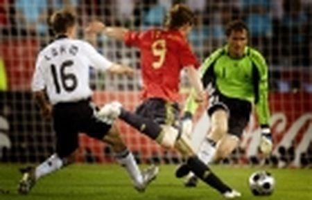 Lahm, Iniesta va nhung danh thu noi KHONG voi the do - Anh 12