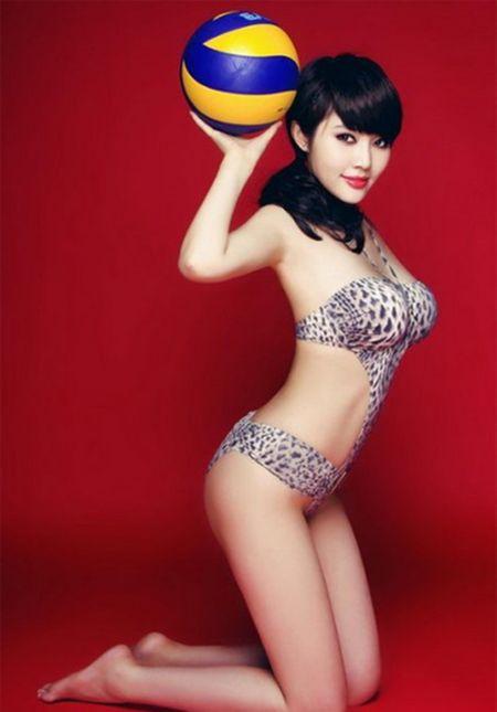 Hot girl Trung Quoc tao dang kheu goi ben trai bong - Anh 1