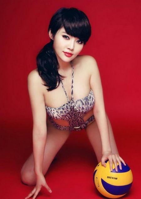 Hot girl Trung Quoc tao dang kheu goi ben trai bong - Anh 3