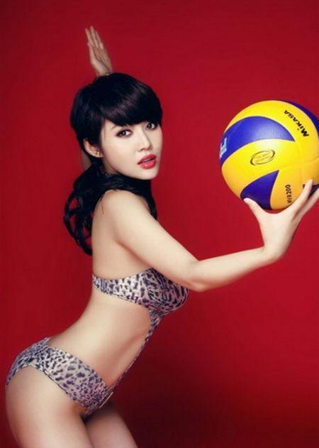 Hot girl Trung Quoc tao dang kheu goi ben trai bong - Anh 4
