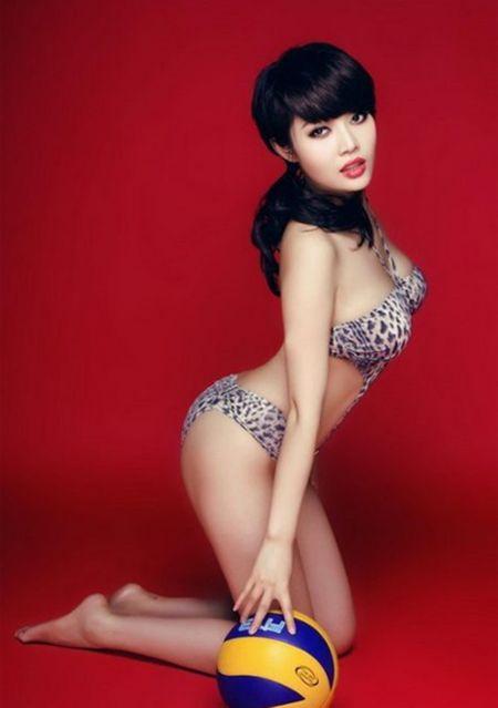 Hot girl Trung Quoc tao dang kheu goi ben trai bong - Anh 6