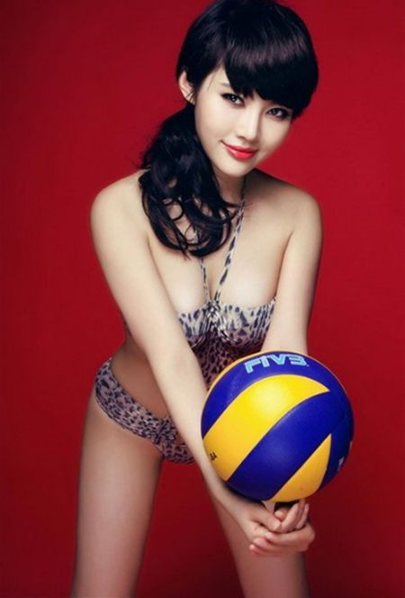 Hot girl Trung Quoc tao dang kheu goi ben trai bong - Anh 9