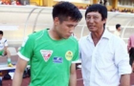 Tien ve DTVN nhan cu hich tinh than truoc chuyen lam khach tren san Vinh - Anh 3