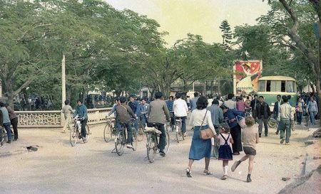 Thanh pho Tham Quyen nam 1979 qua ong kinh khach My - Anh 2