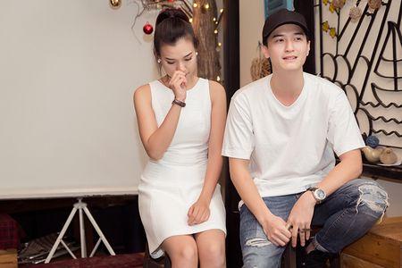 A hau Hoang Oanh lan dau ke ve bien co gia dinh - Anh 3