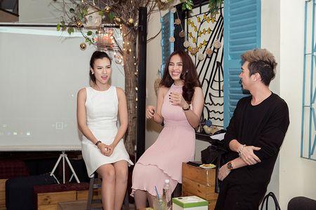 A hau Hoang Oanh lan dau ke ve bien co gia dinh - Anh 4
