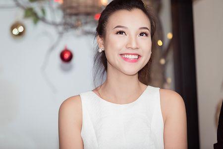 A hau Hoang Oanh lan dau ke ve bien co gia dinh - Anh 7