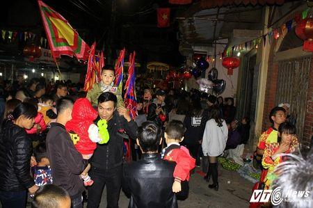 'Ong lon' mac 'ao choang' mo mang duoc ruoc khap lang La Phu - Anh 8