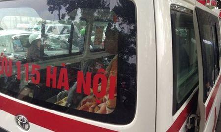 Cho xe cap cuu, nguoi dan ong nhay xuong ho Thien Quang - Anh 2