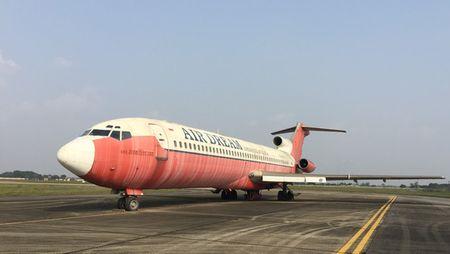 Keo may bay vo chu Boeing 727 ra bai dat cho dau gia - Anh 1
