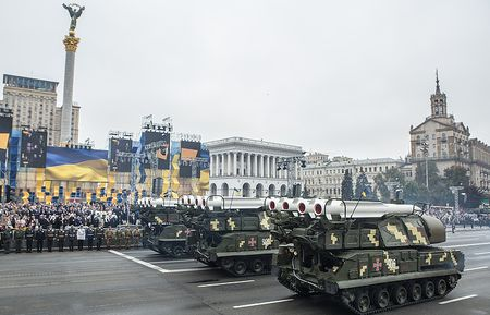 Ukraine sap tap tran dan that voi ten lua Buk sat Crimea - Anh 1