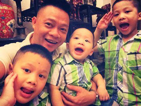 3 con trai cua BTV Quang Minh cung di vien mot luc - Anh 3