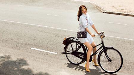 Hoa hau Pham Huong dien set Dior cuc chat 'dung hang' minh tinh Jennifer Lawrence - Anh 2