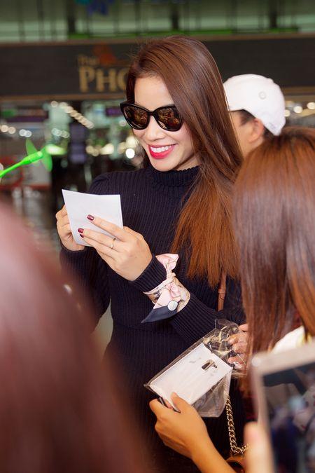 Hoa hau Pham Huong dien set Dior cuc chat 'dung hang' minh tinh Jennifer Lawrence - Anh 7