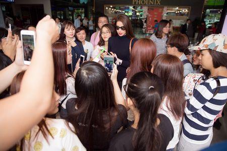 Hoa hau Pham Huong dien set Dior cuc chat 'dung hang' minh tinh Jennifer Lawrence - Anh 8