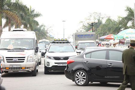 Giao thong hon loan, xe om bat nhao truoc gio khai an den Tran - Anh 14
