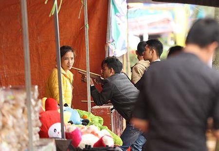 Giao thong hon loan, xe om bat nhao truoc gio khai an den Tran - Anh 16