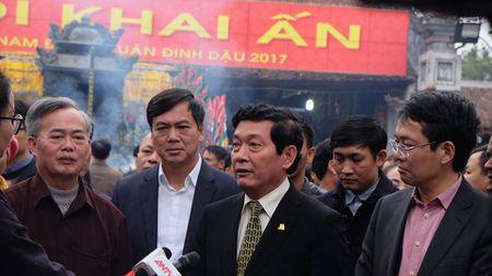 Hang ngan nguoi chen chan ve den Tran truoc gio khai an - Anh 10