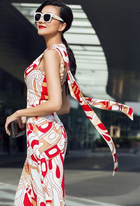 Sieu mau Thanh Hang khoe chan dai mien man day quyen ru - Anh 3