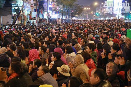 Hang nghin nguoi tran kin duong du le cau an chua Phuc Khanh - Anh 12