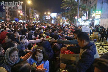 Hang nghin nguoi tran kin duong du le cau an chua Phuc Khanh - Anh 17