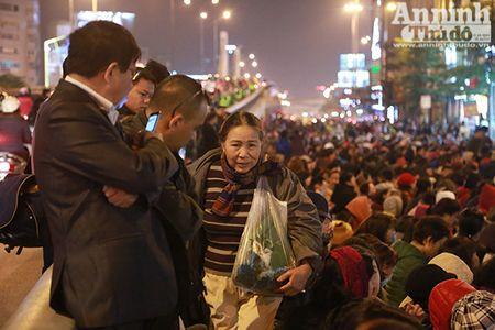 Hang nghin nguoi tran kin duong du le cau an chua Phuc Khanh - Anh 8