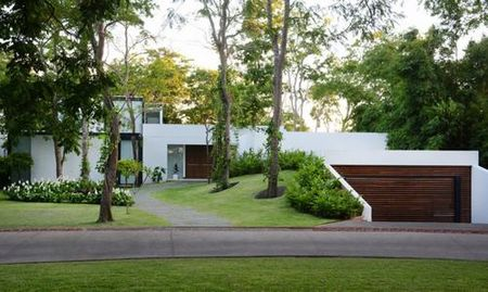 Sanchez House - Ngoi nha an minh trong khong gian rung nhiet doi xanh mat - Anh 1