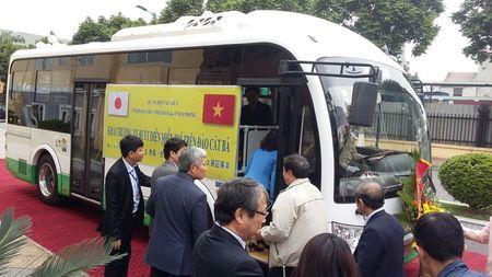 Hai Phong: Khai truong tuyen xe bus dien EV dau tien tai Viet Nam - Anh 2