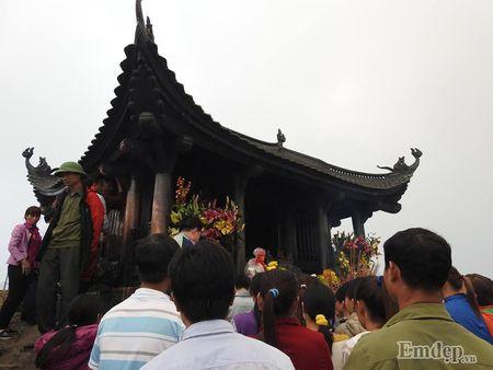 Yen Tu: Hang nghin nguoi un un du xuan le Phat nhung khong chen lan, rac thai duoc de gon gang - Anh 11