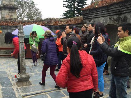 Yen Tu: Hang nghin nguoi un un du xuan le Phat nhung khong chen lan, rac thai duoc de gon gang - Anh 6