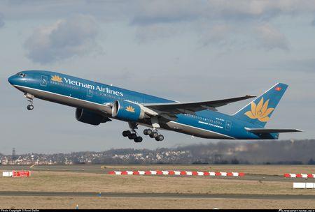 Vietnam Airlines tinh ban bot may bay de giam no - Anh 1