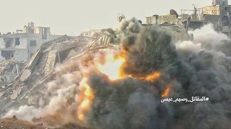Chien su Syria: Phuc kich 'chon song' nhom phien quan Al-Qaeda o ngoai vi Damascus - Anh 2