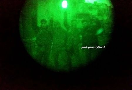 Chien su Syria: Phuc kich 'chon song' nhom phien quan Al-Qaeda o ngoai vi Damascus - Anh 5