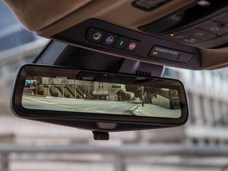 Diem danh 9 mau sedan co cong nghe tien tien nhat 2017 - Anh 19