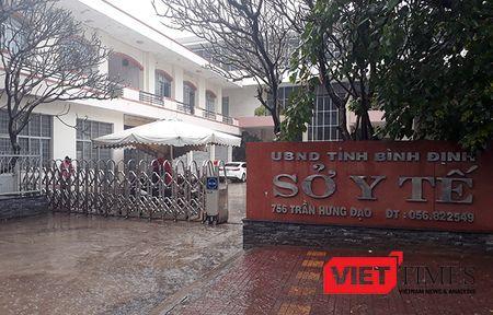 Binh Dinh: Giam doc So Y te va nhan vien nghi phep de...di le hoi! - Anh 1