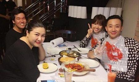 Giau co la the, ay vay Tran Thanh va Hari Won lai khong co tien tra khi an - Anh 2