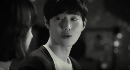 Khep lai 1 ngay toan scandal dong troi, ca BTS lan EXO dong loat tung chuong - Anh 1
