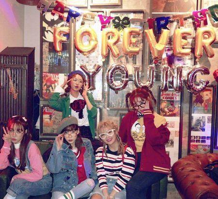 Trong khi YoonA 'ban' om fan viet thi 4 mau SNSD to chuc tiec sinh nhat 'tre mai' cho SooYoung - Anh 2